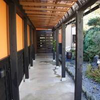 玄関へのアプローチ